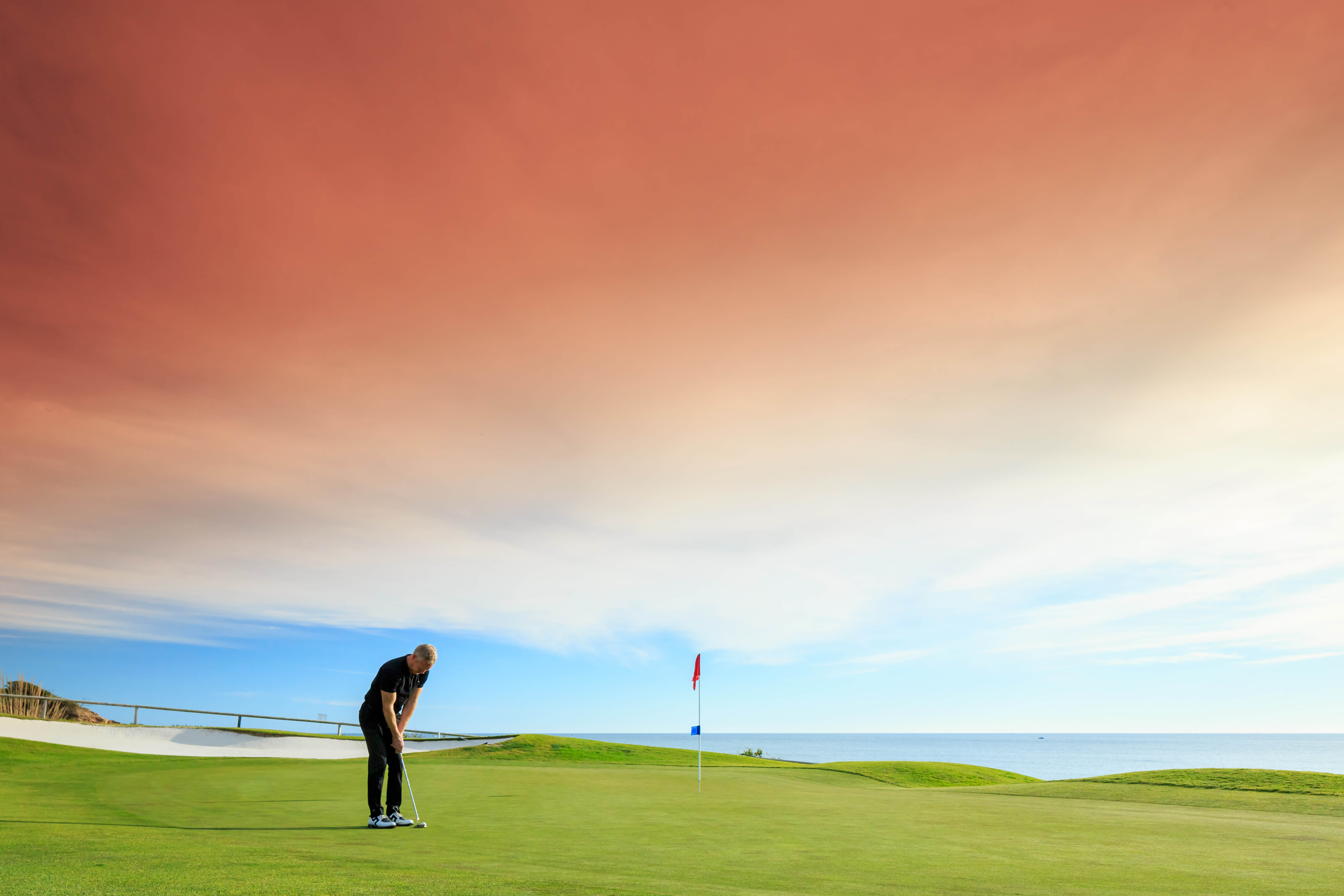 What golf courses can I play at Vale Do Lobo?